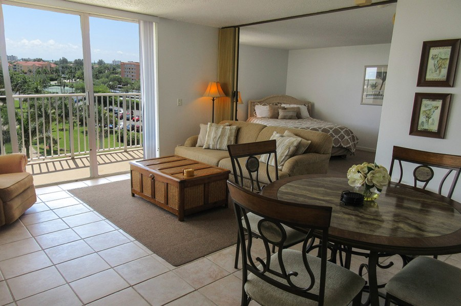 Beautiful Beachfront Vacation Condo 608B