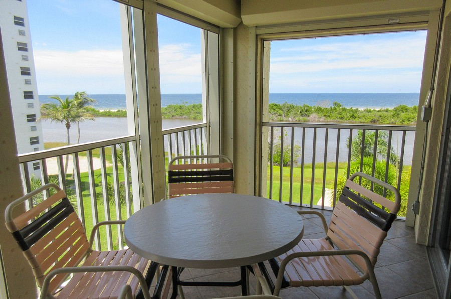Screened In Lanai has partial Gulf View