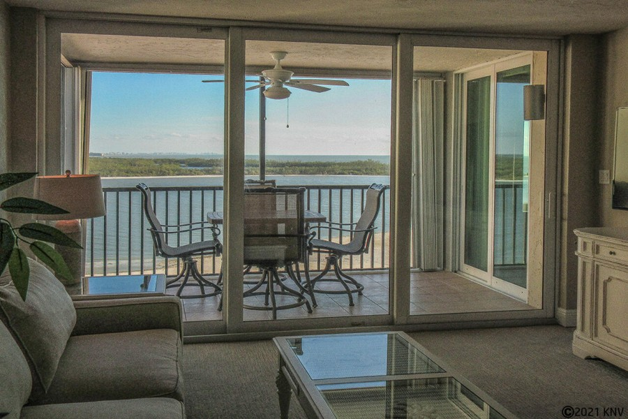 Bright and airy, Island End has a beautiful screened in lanai