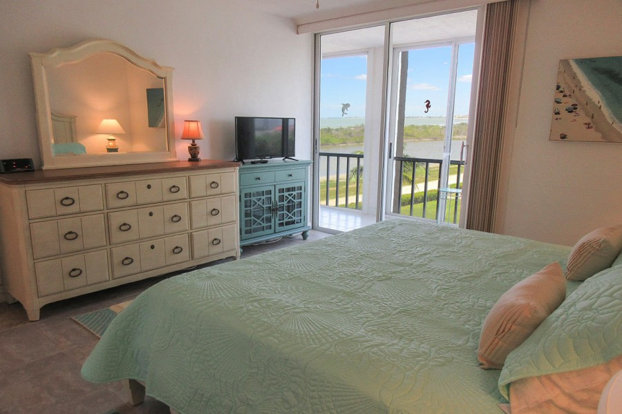 Guest Bedroom has a private lanai access