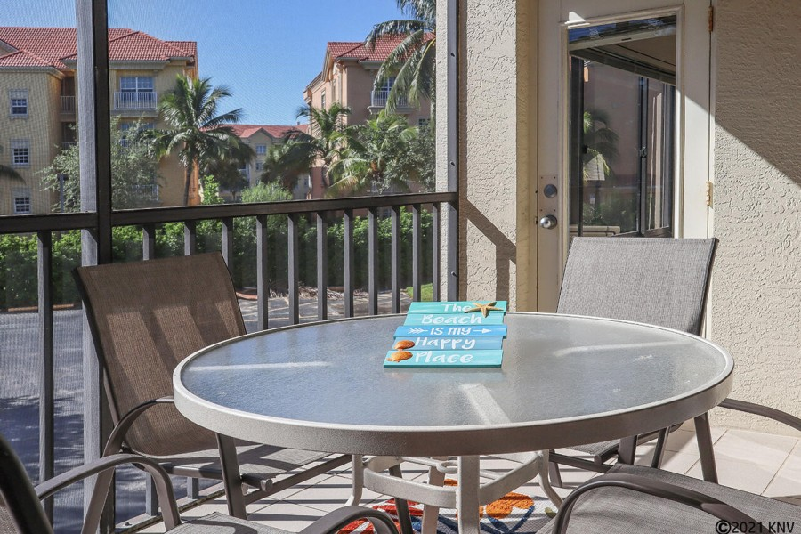 Your Private Screened In Lanai has a dining table for four and ceiling fan.