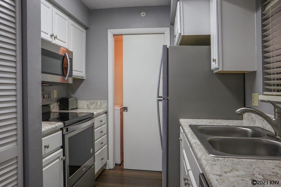 Fully Equipped Kitchen with new appliances