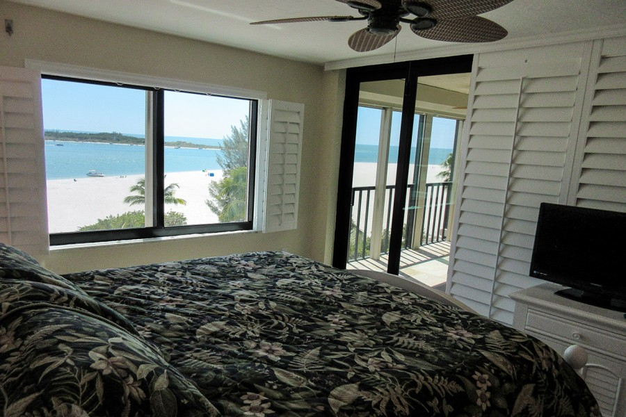 Master Bedroom With Private Lanai Access