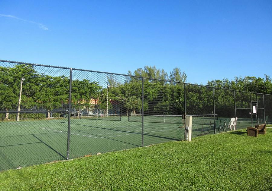 Harbour Pointe Resort Condominiums - Tennis Courts