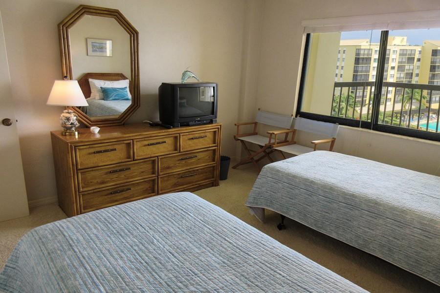 Harbour Pointe 725N - Guest Bedroom