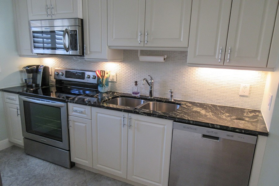 Leonardo Arms 503 Beautiful Kitchen with Brand New Appliances
