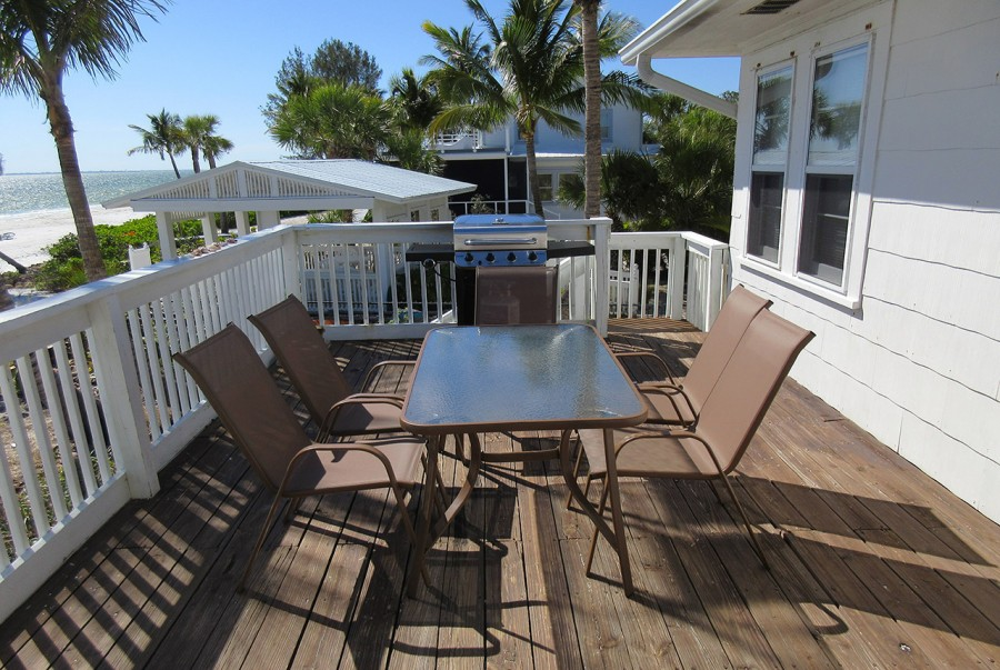 Sundeck at Mid-Island Beach House