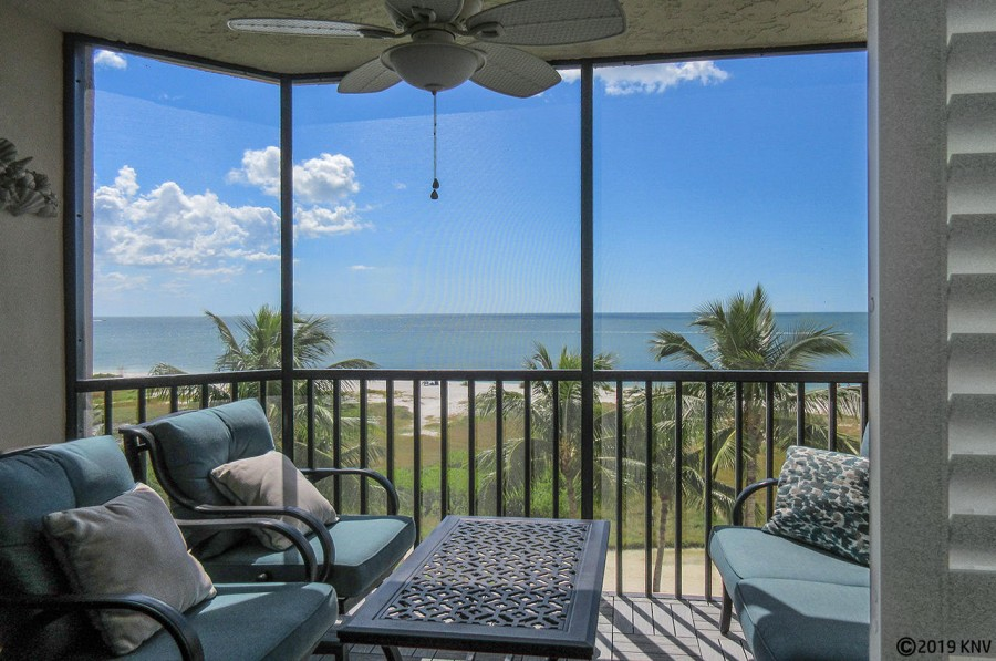 Gorgeous Riviera Club 406 Vacation Condo sits right on 7 miles of sugar white sandy beach.