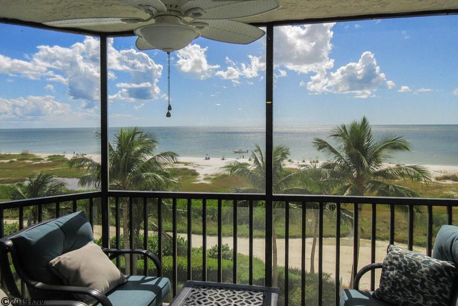 Riviera Club 406 Beachfront 2 Bedroom Vacation Condo has a wonderful screened in lanai with panorami