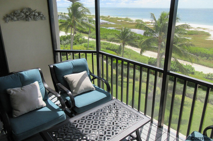 Fabulous Direct Gulf View from your screened in lanai.