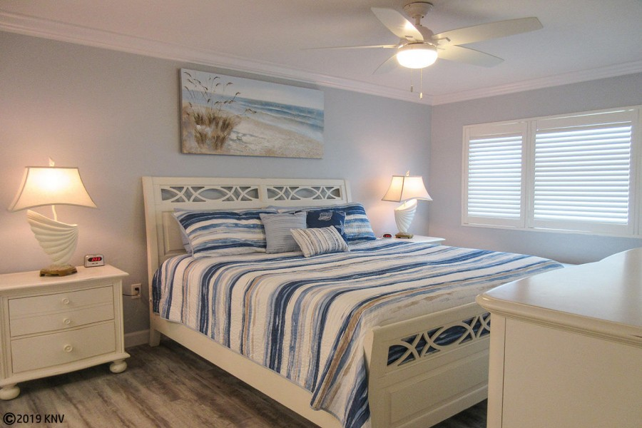 Riviera Club 406 Master Bedroom has a beautiful, big King sized bed.