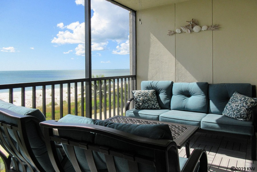 Fabulous Direct Gulf View from your screened in lanai. Catch our world famous sunsets without leavin