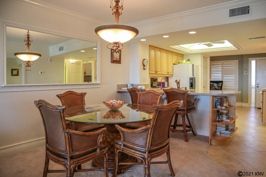 Dining Area at Harbour Pointe 1014S