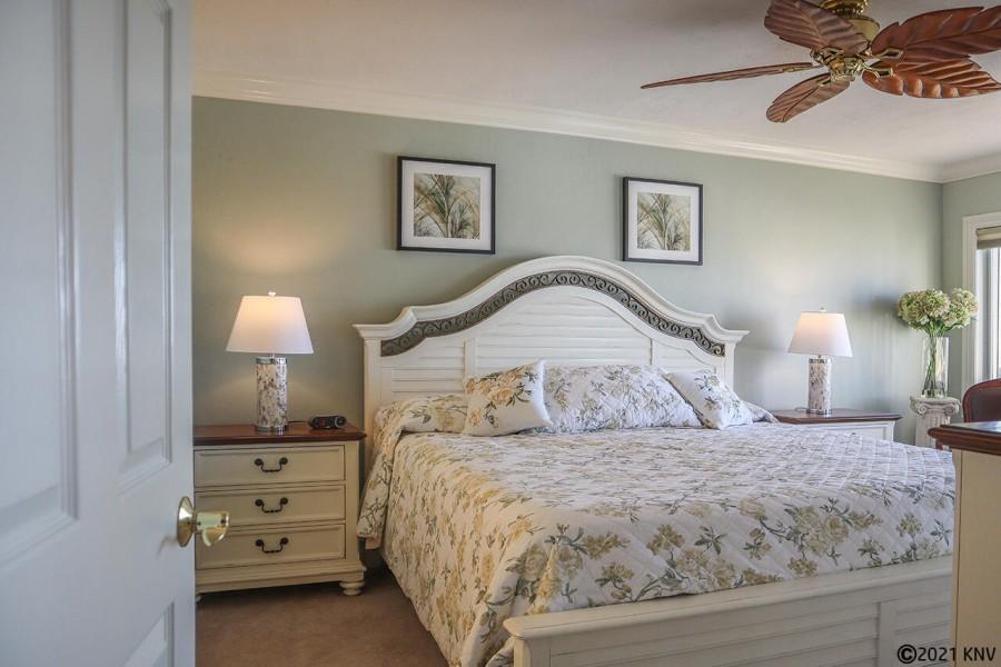 Master Bedroom En Suite in Harbour Pointe 1014S