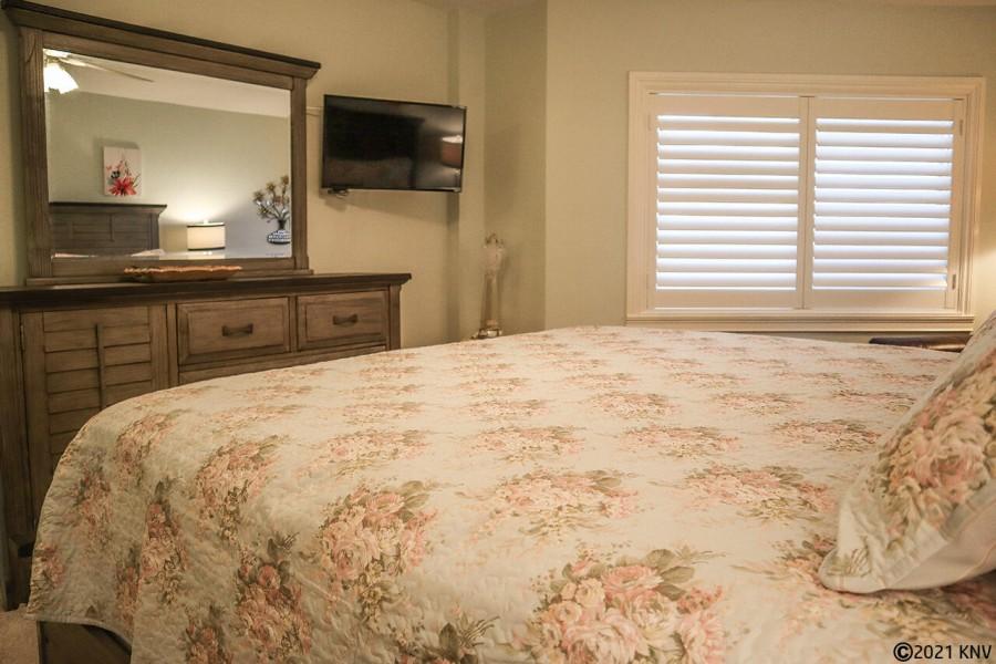 Guest Bedroom has TV