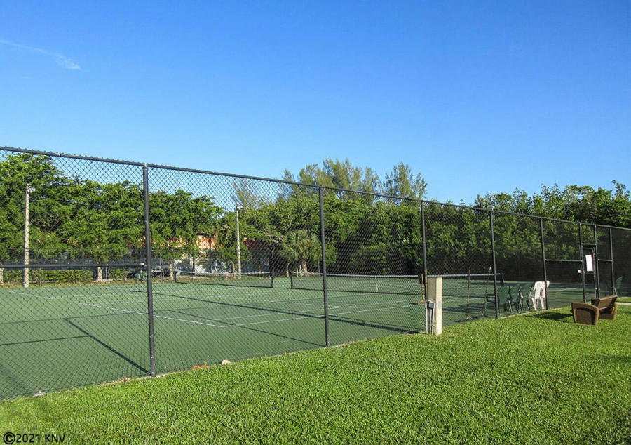 Tennis Courts available to guests at Harbour Pointe