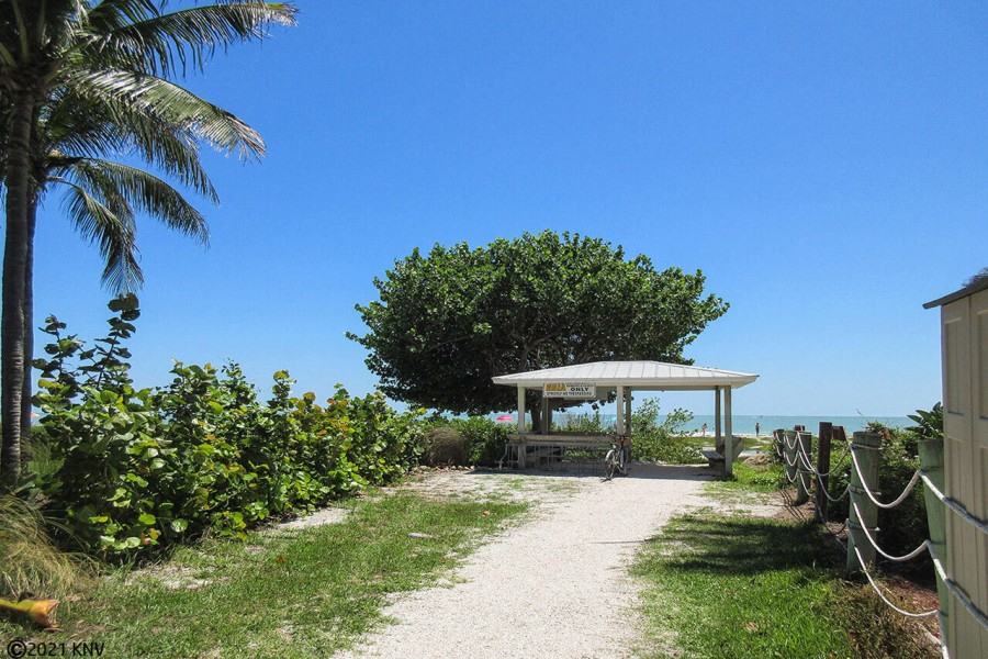 Private Beach Access to Guests at Harbour Pointe