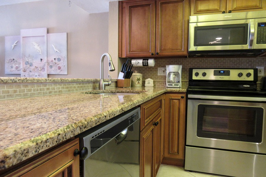 Carlos Pointe 512 Fully Equipped Kitchen