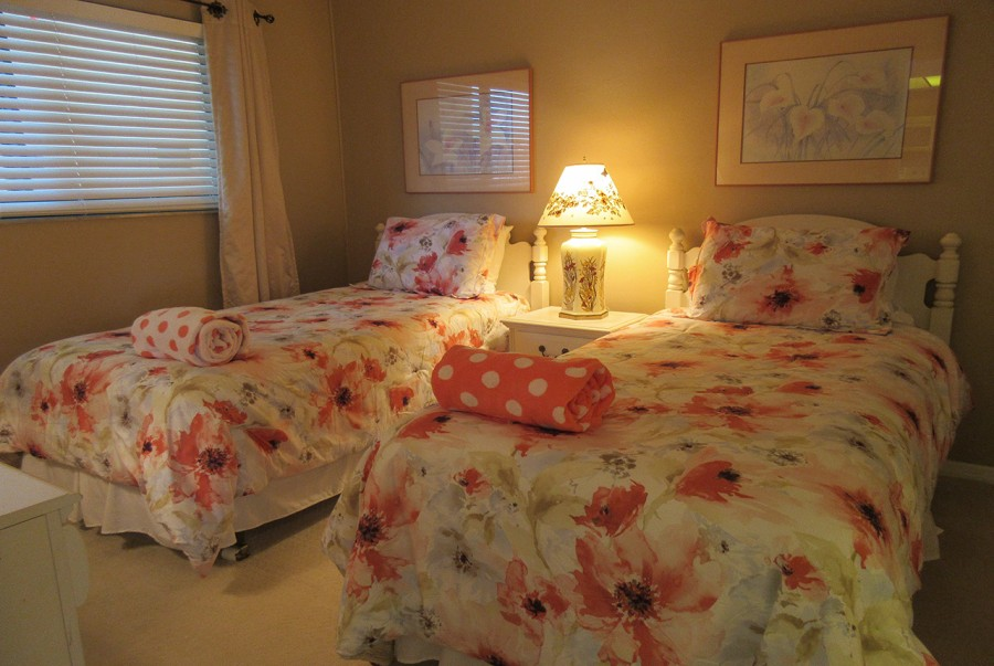 Carlos Pointe 512 Guest Bedroom with Twin Beds