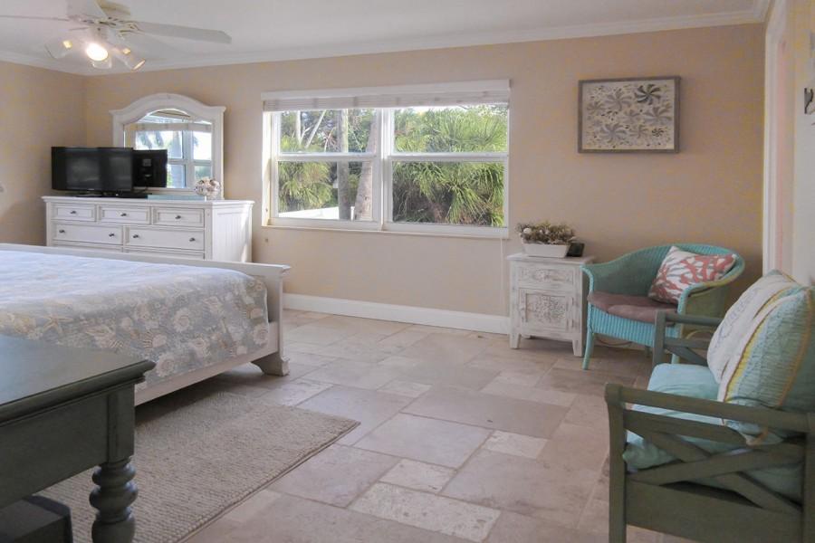 Huge Master Bedroom En Suite at Eden House 206