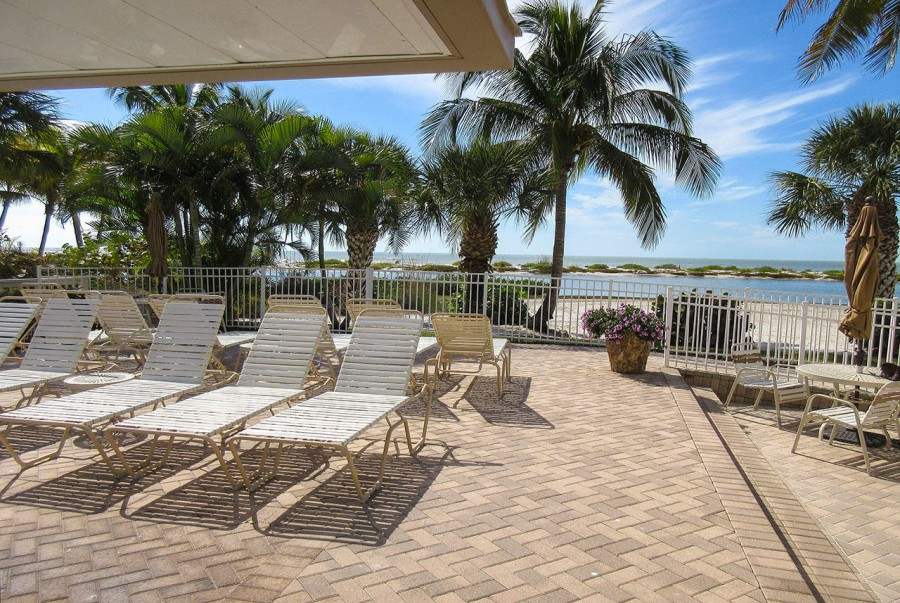 Eden House has a Gulfside sundeck and BBQ picnic area