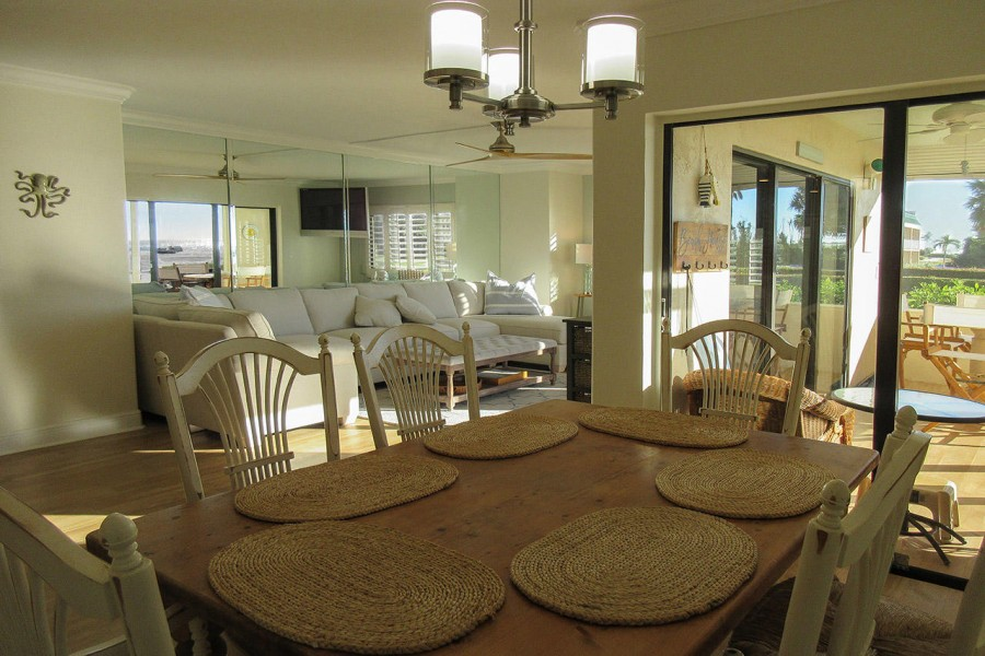 Large Dining Area with Lanai Access