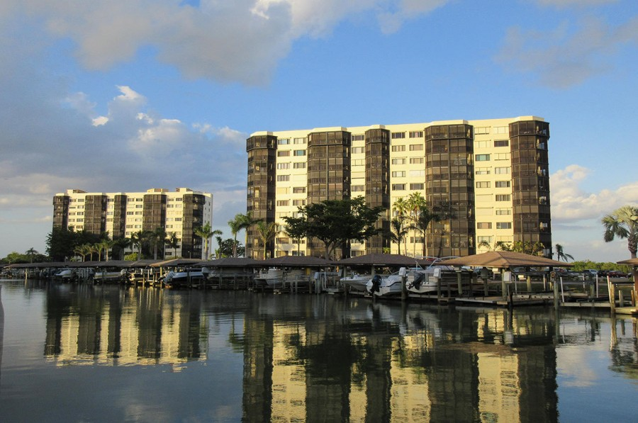 Harbour Pointe Resort Condominiums On The Bay