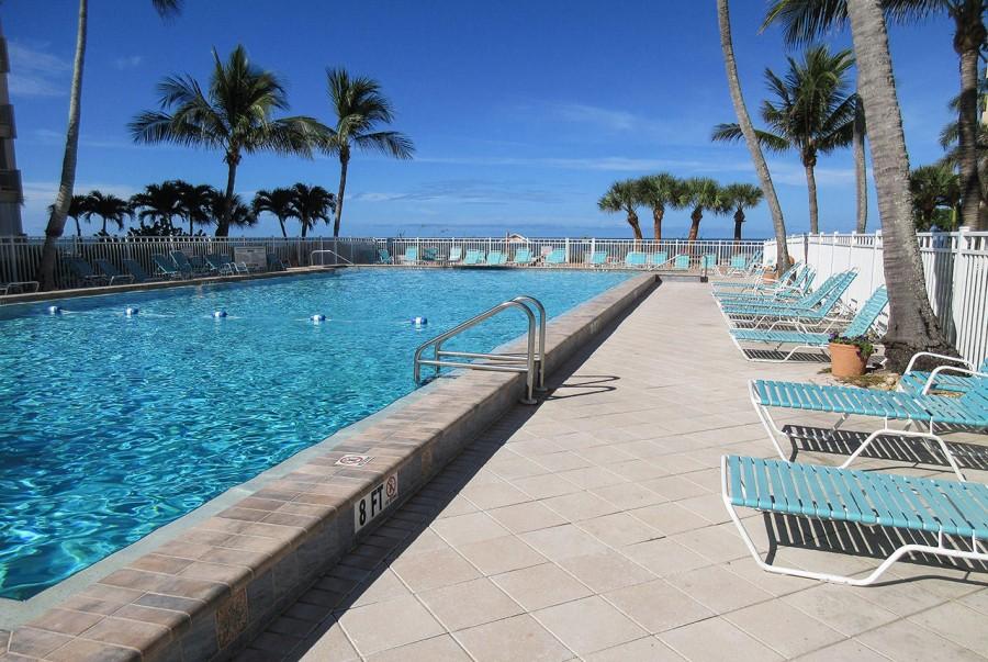 Leonardo Arms Resort Pool