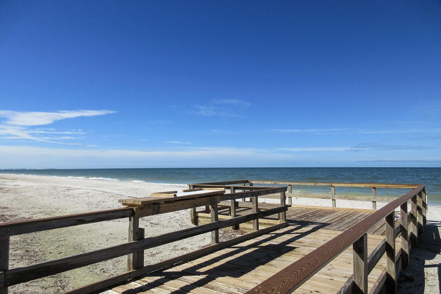 Beachfront Leonardo Arms