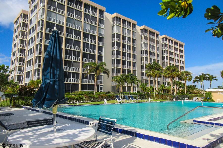 Creciente Resort Pool and Sundeck