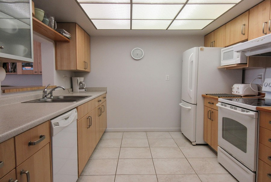 Kitchen at Sandarac 109B