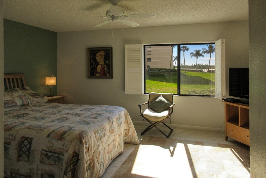 Sunny and delightful Master Bedroom at Sandarac 109B