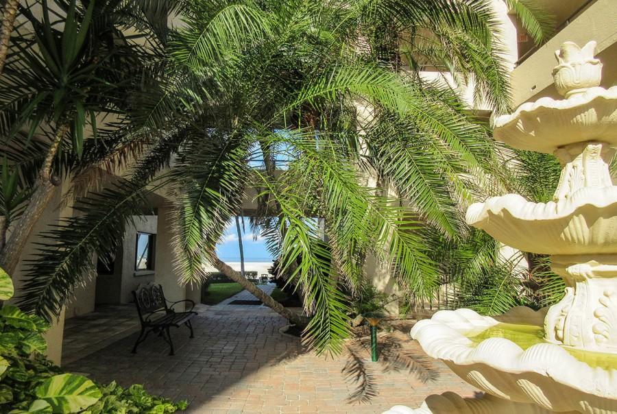 Sandarac Beachfront Resort Condomiums