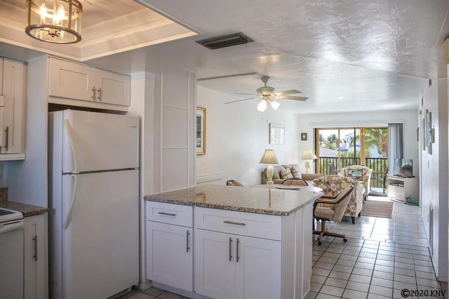 Perfect 2 Bedroom 2 Bath Vacation Condo sits right on 7 miles of sugar white beachfront.