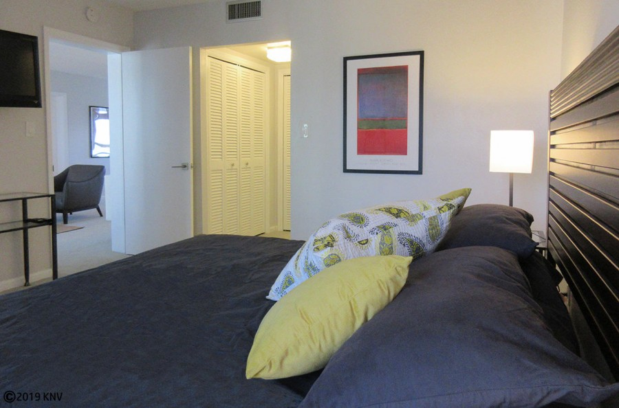 King Sized Bed in the Master Bedroom at Island Reef 704