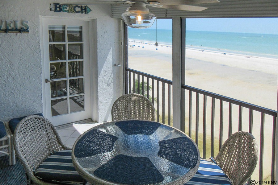 You can dine alfresco or play cards on your lanai while enjoying the Gulf breezes