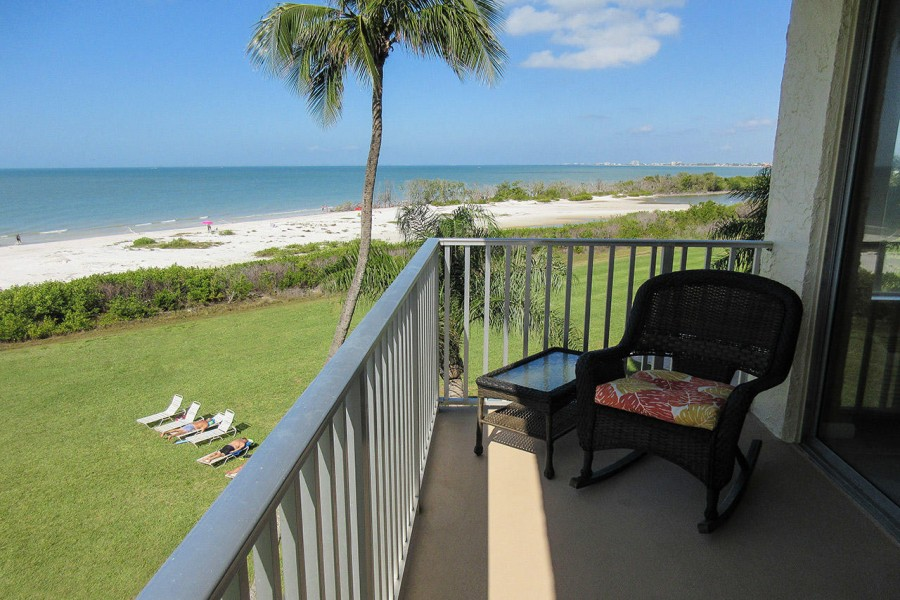 Enjoy Sea Breezes And Sunsets from Balcony