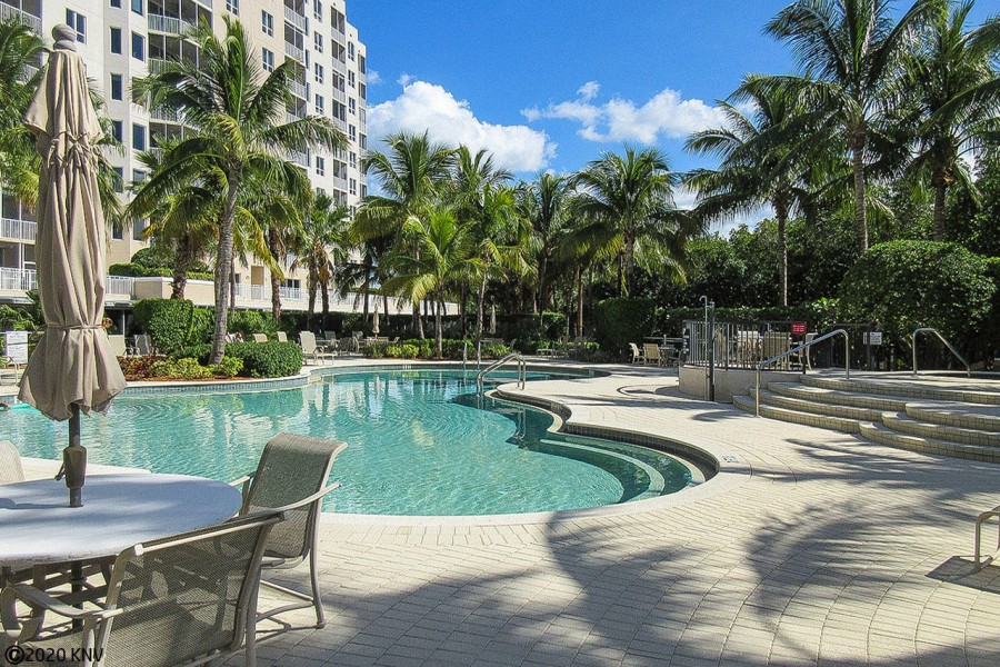 First Class Resort Amenities at Waterside