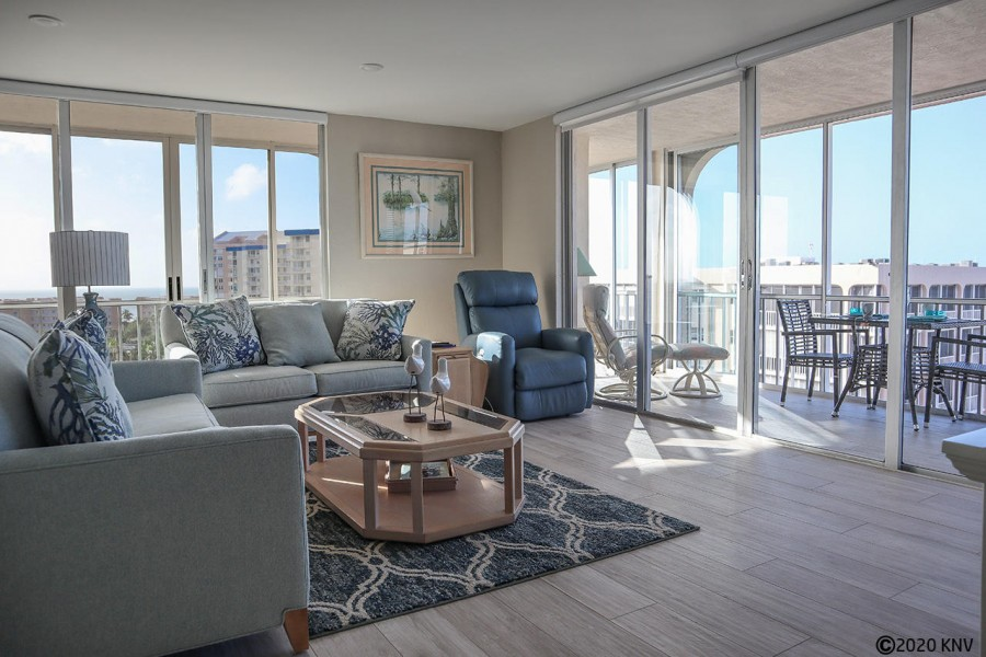 Crecient 920E - comfortable living room with an amazing panoramic view of the Gulf