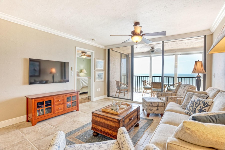 Shamron Beach Club 707 - large screen TV, comfortable seating and a fabulous view of the Gulf.