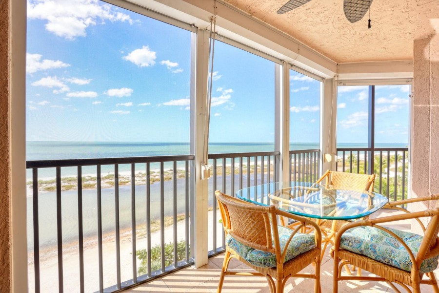Enjoy the Gulf breezes on the screened in lanai