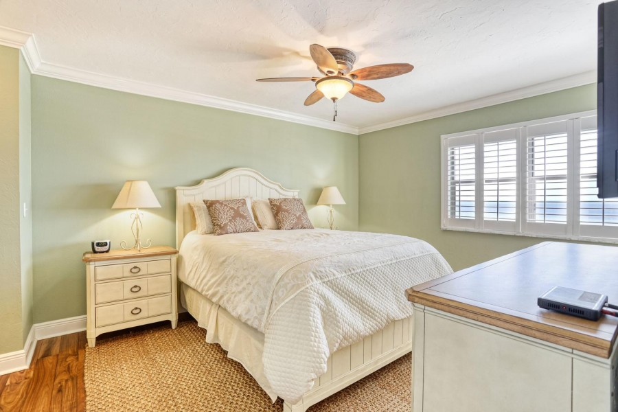 Shamron Beach Club 707 - Master Bedroom En Suite welcomes you after a busy day on the island.