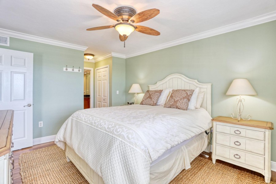 Shamron Beach Club 707 - Master Bedroom has a Queen Sized Bed