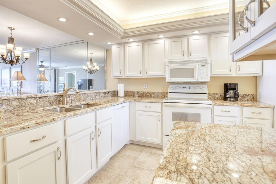 Beautiful Fully Equipped Kitchen at Shamron Beach Club 707