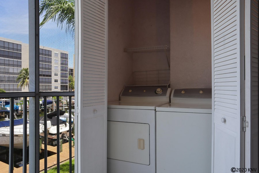 Washer and Dryer sits out on the lanai