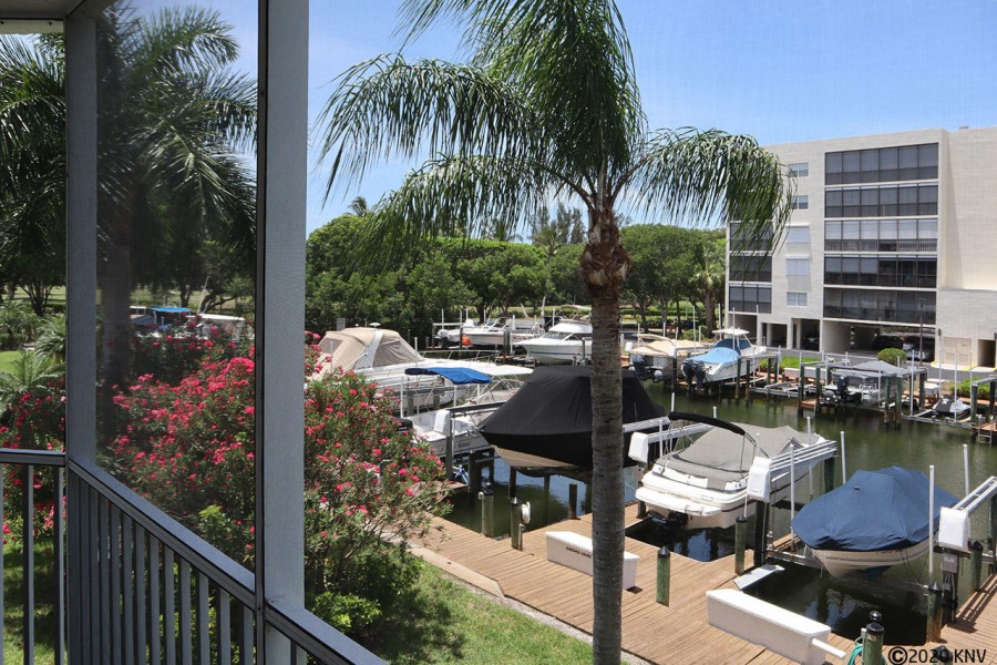 Lanai overlooks the canal and Casa Marina docks