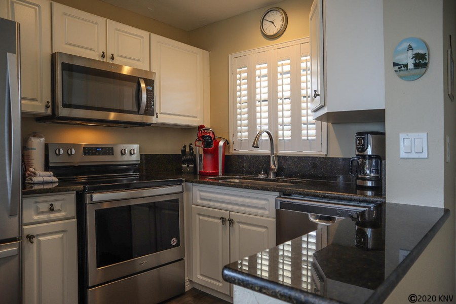 Coffemaker, microwave, dishwasher and all the cookware and dishware needed.