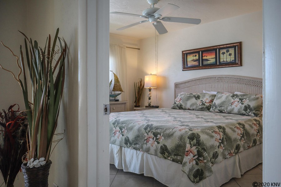 Master Bedroom En Suite welcomes you after a day at the beach.