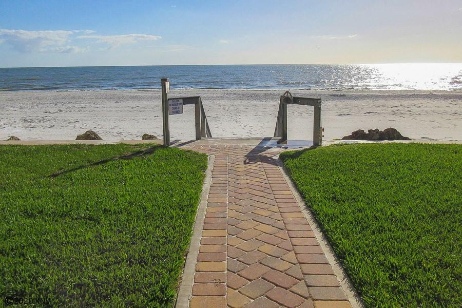 The beach is your backyard. Hello Sunshine.