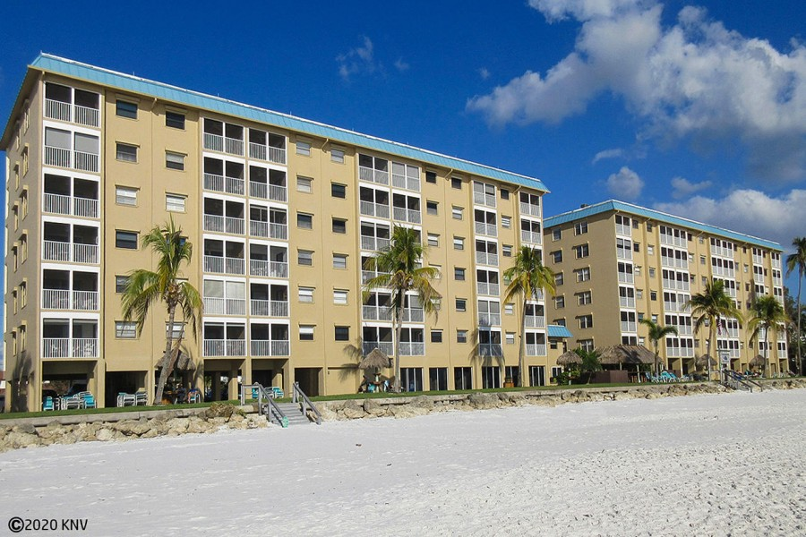 Smugglers Cove Beachfront Condominiums